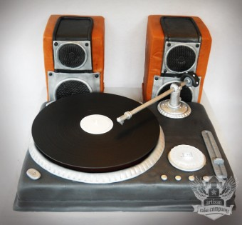 DJ_turntable_cake