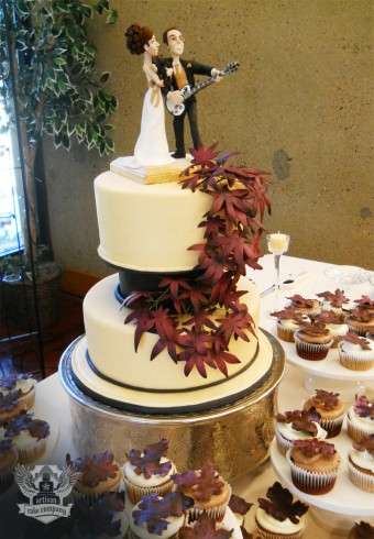 Autumn leaves wedding cake with matching cupcakes