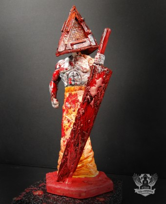 Pyramid Head Topper