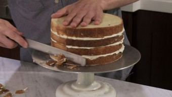 filling and trimming the cake