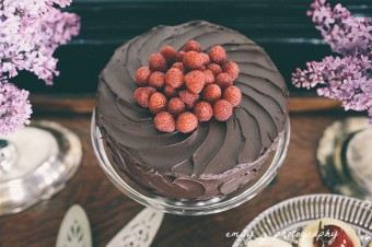 rustic ganache cake with raspberries