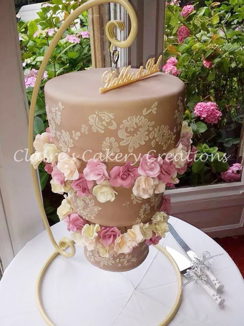 How to make a chandelier cake artisan cake company darn it clairescakerycreationschandelier arubaitofo Image collections